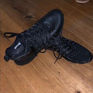 LIKE NEW NIKE 11.5 shoes